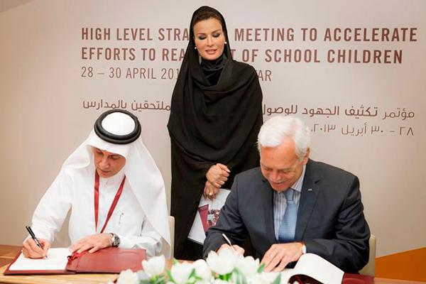 Marcio Barbosa, HH Sheikha Moza bint Nasser and Akbar Al-Baker cooperation agreement EAC and Qatar Airways.