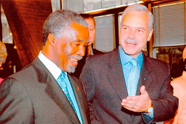 Marcio Barbosa and President Thabo-Mbeki of South Africa at UNESCO.
