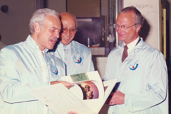Marcio Barbosa with King Carl Gustaf at INPE, Brazil.