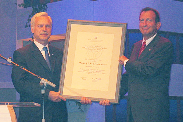 Marcio Barbosa with Mayor Ron Hulday, city of Tel-Aviv inclusion to the World Heritage List.